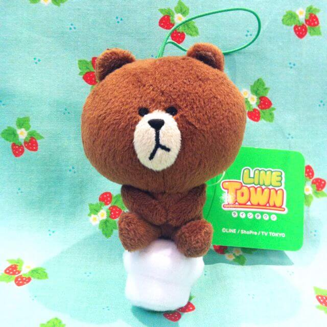 japan_line_town_brown_bear_sitting_on_toilet_bowl_1399653164_51cb00b5.jpg